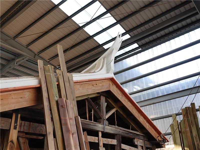 清水社口楊宅的屋頂為燕尾翹脊型式