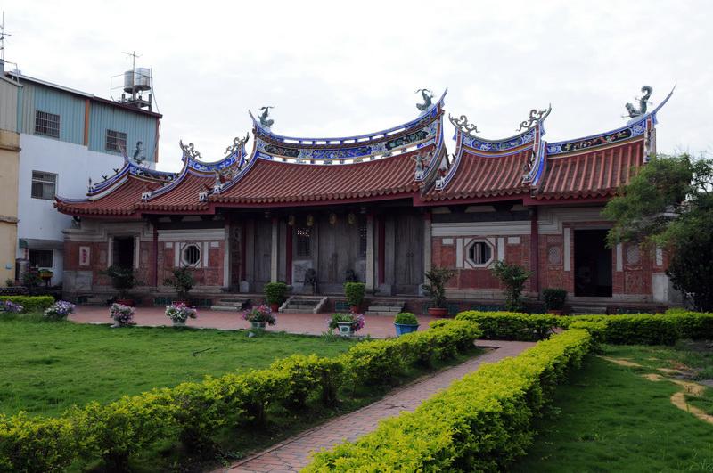 為傳統閩南式四合院建築
