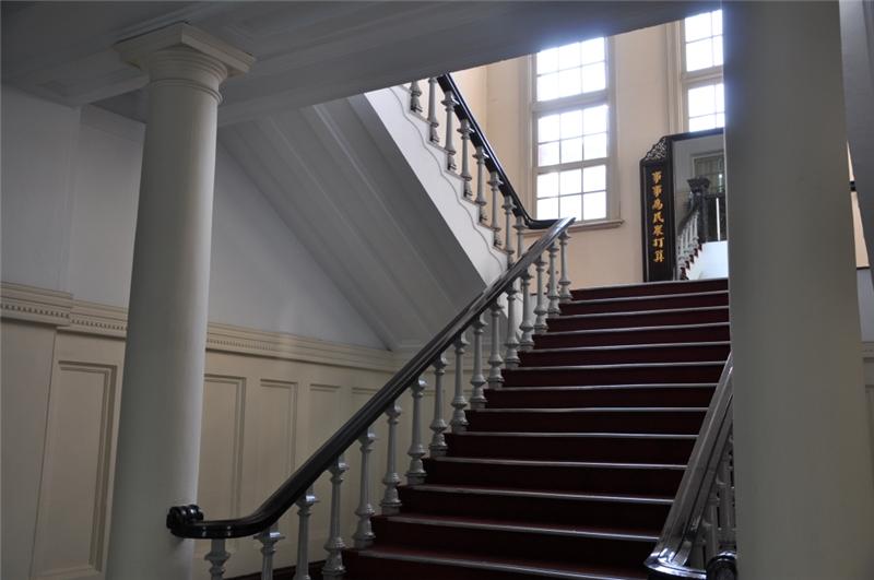 臺中州廳內部樓梯及托次坎柱式