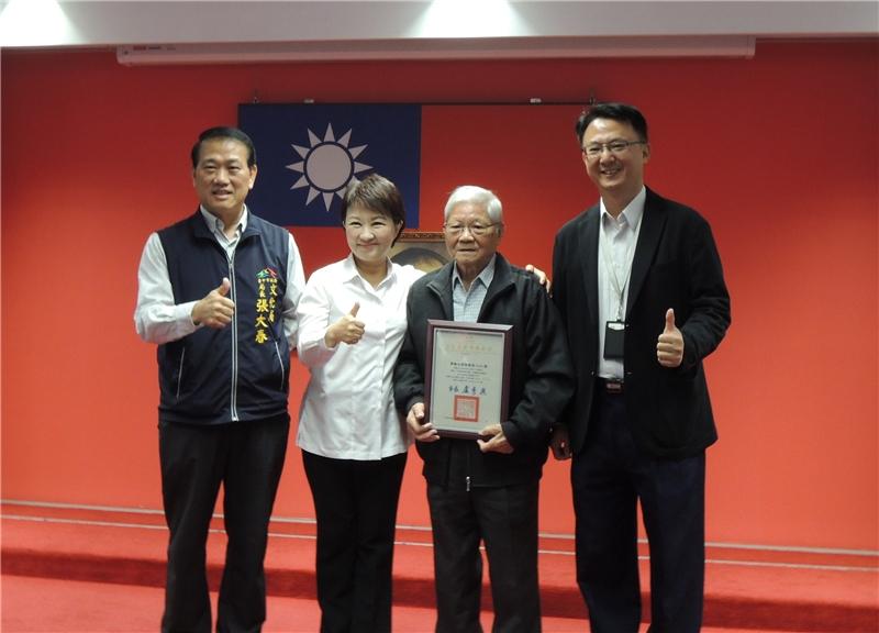 朱南星藝師與盧市長、文化局長、文資處長合影