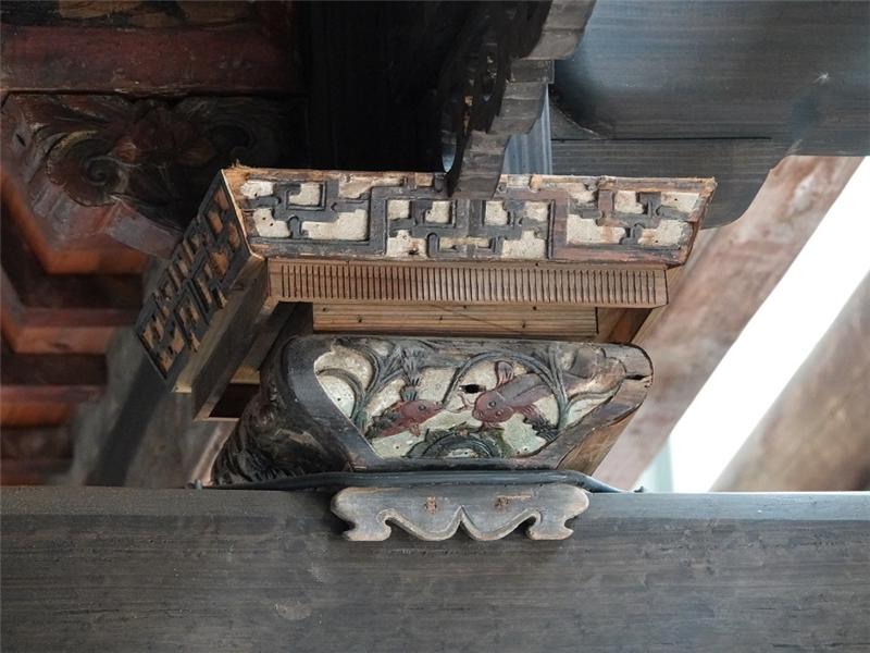 公版-花籃形斗有鯉魚戲水的雕刻
