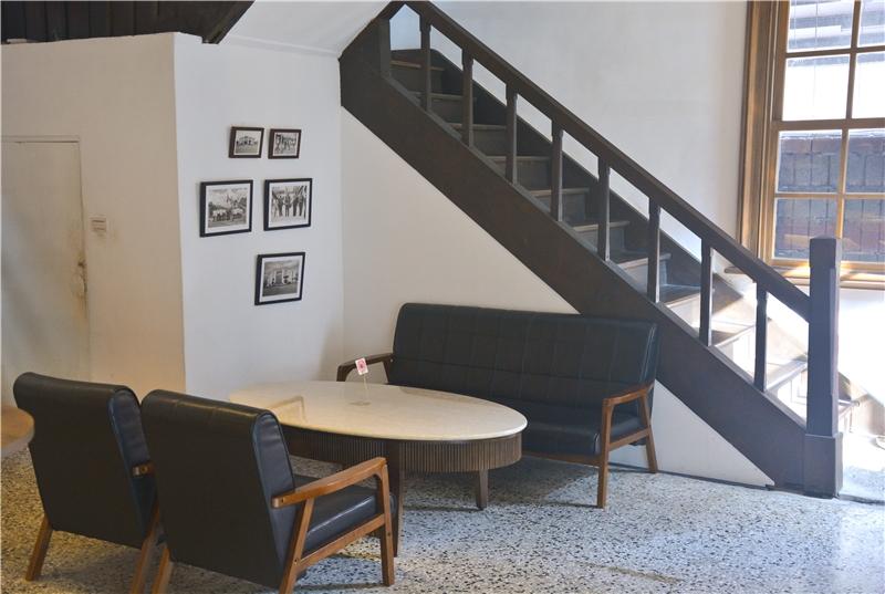 昭和沙龍空間與木造樓梯