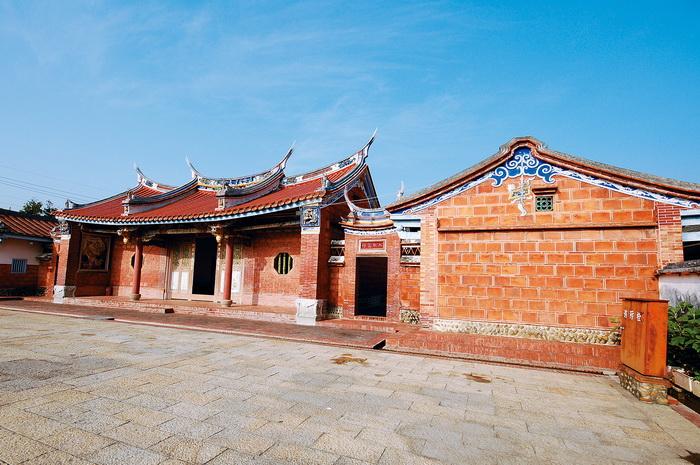 臺中張家祖廟(右測)