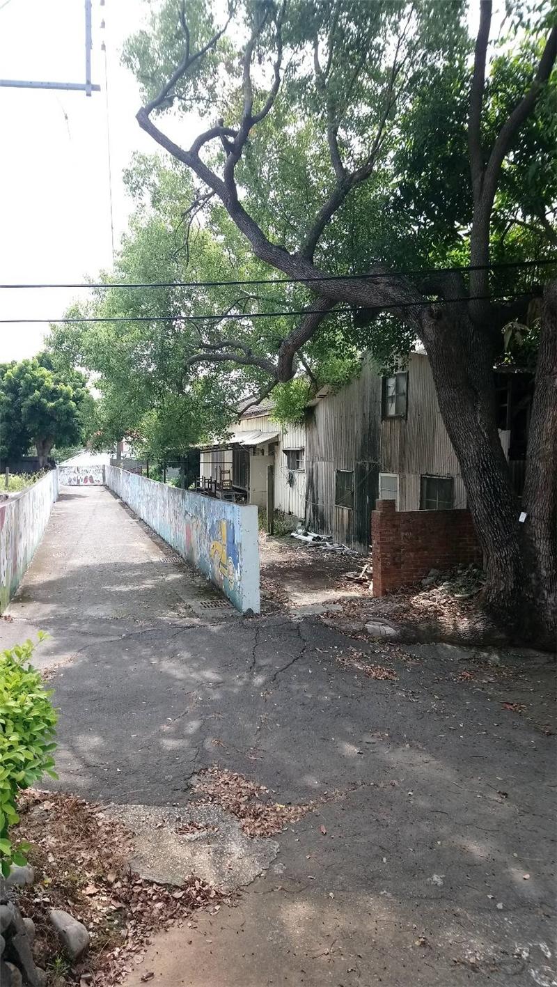 宿舍群外的巷道-02